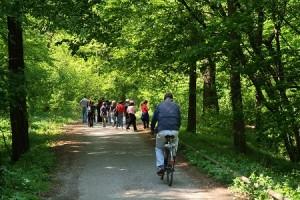 Ciclisti al Centro parco della Fagiana